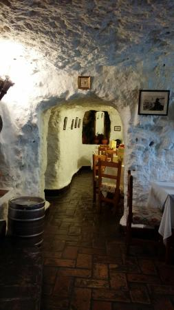 Restaurante la cueva picture of meson la cueva carmona for Restaurante la cueva zamora