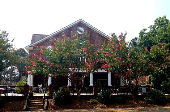 The Acorn Inn of Elon: Front View