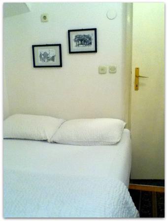 Hostel and Restaurant Kod Keme : シンプルだけど、寝心地のよいベッド
