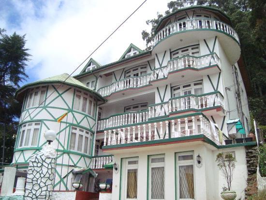 Rising Lion Inn: Front view of Hotel Rising Lion, Nuwara Eliya, Sri lanka