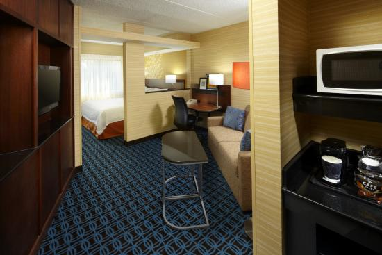 Fairfield Inn & Suites Parsippany: King Suite