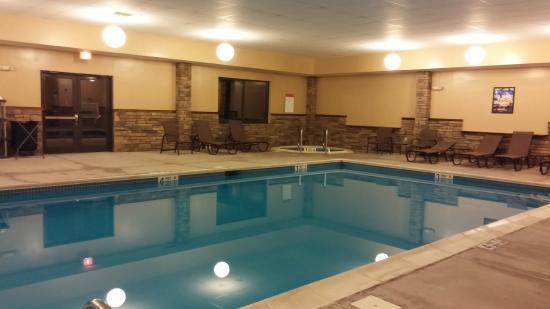 Vernon Downs Hotel: Pool & Hot tub