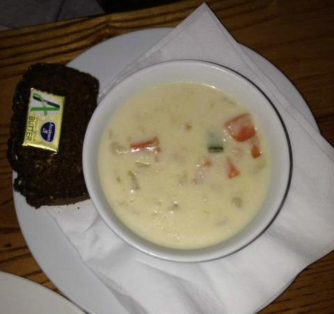 The Roadside Tavern: Seafood chowder with delicious brown bread.