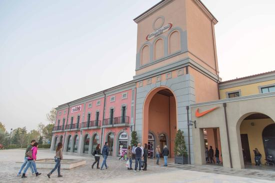 ‪Outlet Citta Sant'angelo‬