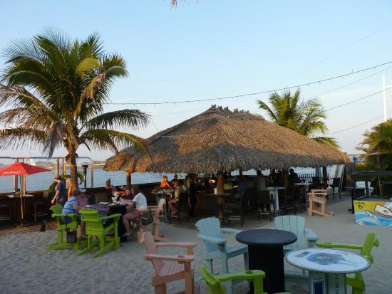 Milliken's Reef: Tiki Bar outside