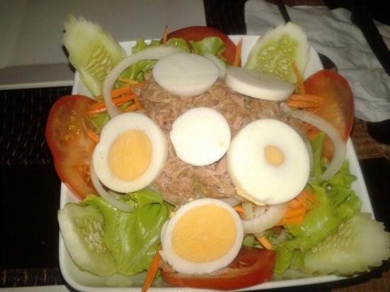 Tropicana: Салат с тунцом