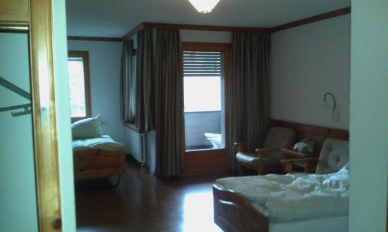 Hotel Albula & Julier: Perfect shutters help with light & noise