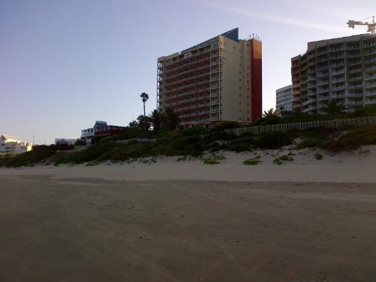 Diaz Hotel & Resort: hotel viewed from beach
