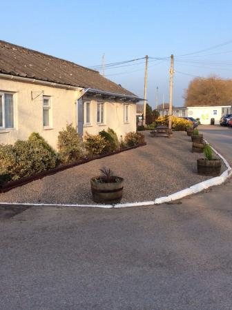 Pontins Sand Bay Holiday Park: The new corner garden and seating area