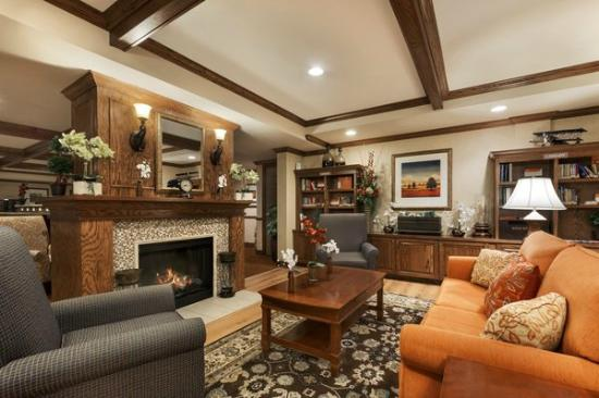 Country Inn & Suites By Carlson, Texarkana : Relax in our Luxurious Hotel Lobby