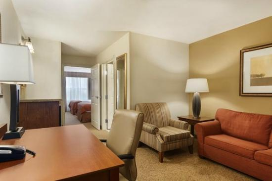 Country Inn & Suites By Carlson, Texarkana: Two Queen-Bedroom Suite