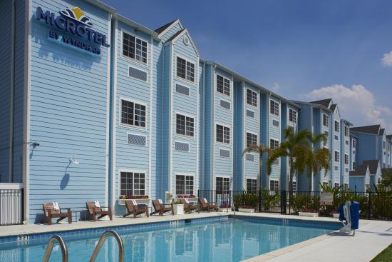 Microtel Inn & Suites by Wyndham Port Charlotte: Heated Outdoor Pool