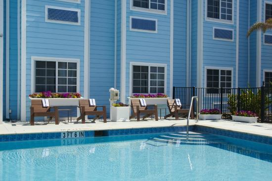 Microtel Inn & Suites by Wyndham Port Charlotte: Outdoor Heated Pool