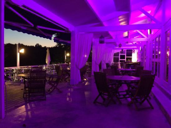 Quai Sud: Ambiance lounge