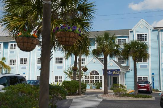 Microtel Inn & Suites by Wyndham Port Charlotte: Hotel Main Entrance