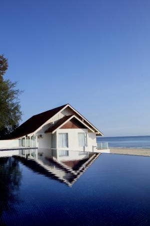 Infinity Swimming Pool Overlooking The South China Sea Picture Of Villa Danialla Beach Resort Kota Bharu Tripadvisor