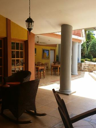 Hotel Los Pinos: Just AMAZING, GREAT SALE ENVIRONMENT.