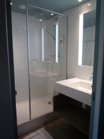 Petite salle d 39 eau picture of mercure orange centre orange tripadvisor - Petite salle d eau 2m2 ...