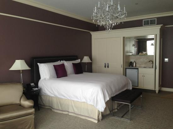 Bedroom And Kitchenette Picture Of The Bruce Hotel Stratford Tripadvisor