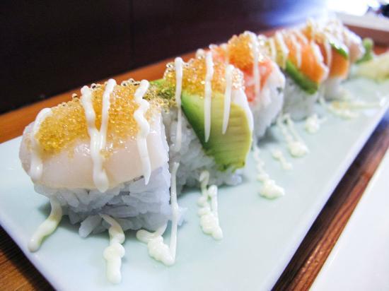 Sayuri Japanese Restaurant: rainbow roll