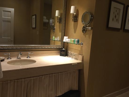 Planters Inn: Bathroom Vanity-King suite #105