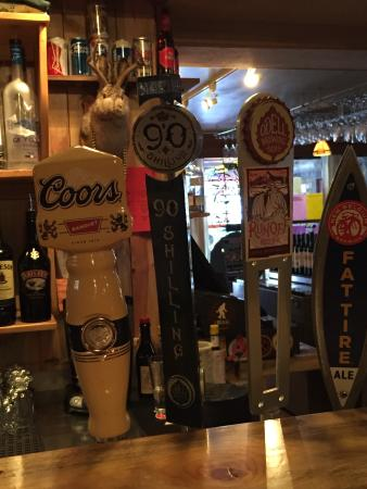 Rock Inn Mountain Tavern: Great selection of beers