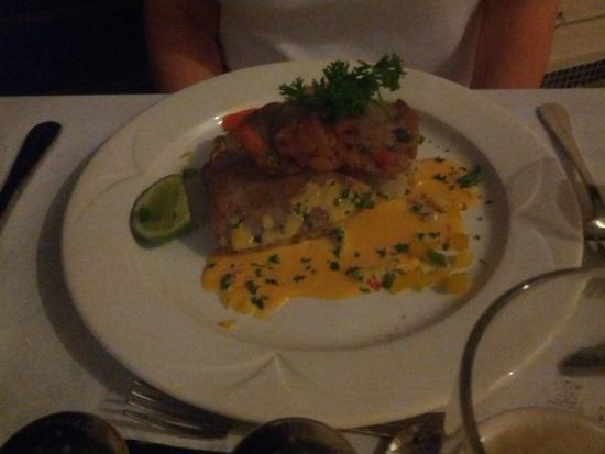 Sea Fans Beach Bar & Restaurant: The Crusted Tuna was Mouth-Watering Delish!