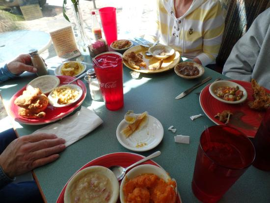 Aunny's : our lunch table