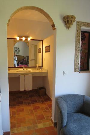 Hotel Cortijo de Salia: Part of bathroom area room 9