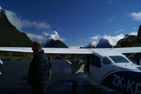 Milford Sound Fly - Cruise - Fly : Sean and the supply plane to Milford Sound
