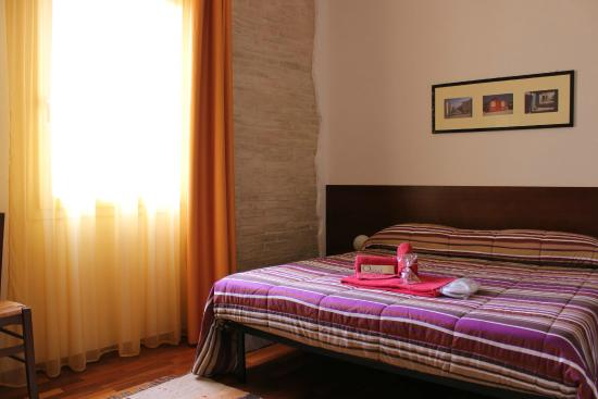 Qaral Bed and Breakfast: La camera matrimoniale