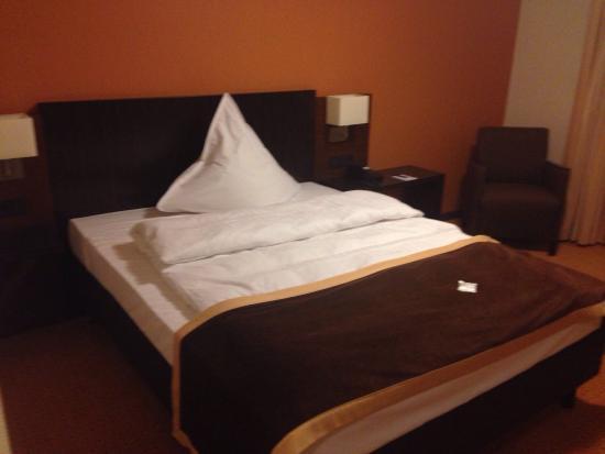 Steigenberger Hotel Dortmund: Standard bed very comfortable