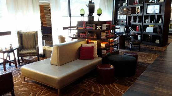 lobby picture of renaissance westchester hotel white. Black Bedroom Furniture Sets. Home Design Ideas
