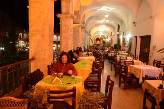 Plaza de Armas de Arequipa de noche, Catedral - Picture of Plaza ...