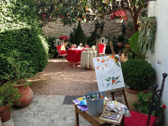 les jarres provencales ravel photo de la maison du peintre mallemort tripadvisor