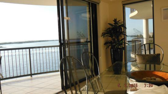 Windward Passage Holiday Apartments: balcons et salle à manger