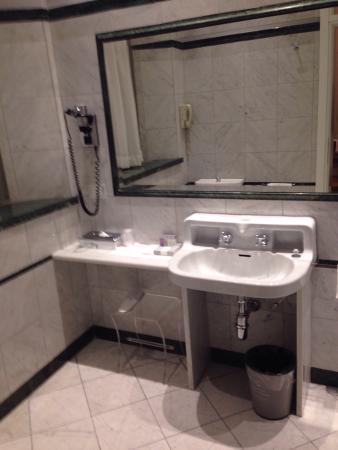Bellissima sala da bagno con doccia lunga 2 metri   picture of ...