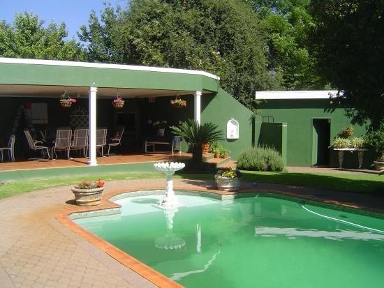 Marben Manor Guest House: Across the pool