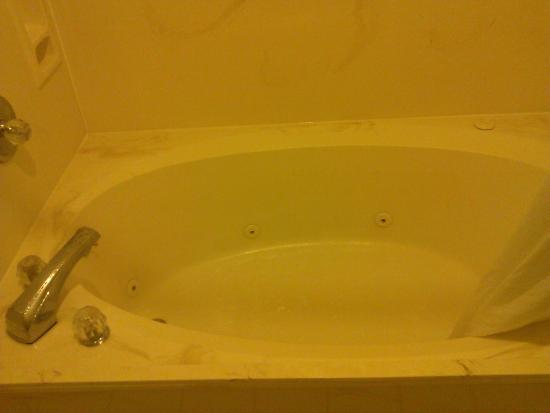 BEST WESTERN Toni Inn : Big whirlpool bath with jets