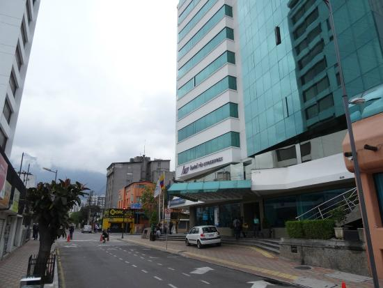 Hotel Rio Amazonas Internacional: South side and entrance of hotel
