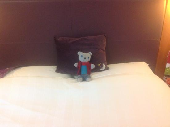 Premier Inn Swindon West (M4, J16) Hotel: Bed Big Enough For Whole Family