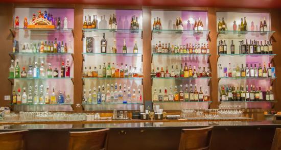 นิวพอร์ตนิวส์, เวอร์จิเนีย: Our array of alcoholic options to cater to your liking.
