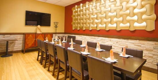 นิวพอร์ตนิวส์, เวอร์จิเนีย: Planning a business meeting? Dine in with a side of sushi while presenting in form.
