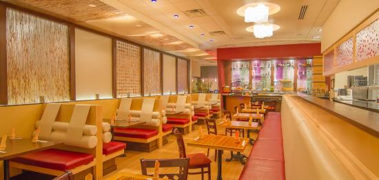 Newport News, Wirginia: Another perspective of the dine in area and sushi bar