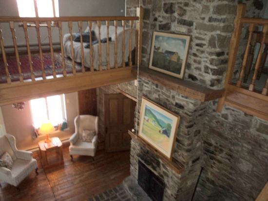 Mezzanine et salon avec foyer - Picture of Le Clos des Brumes ...