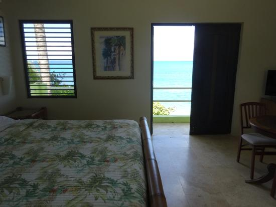 Evamer: Straight across room (Mira Coco) to the OF lanai.