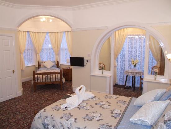 Knighton Lodge: twin family room