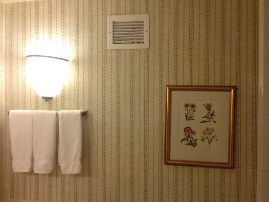 Hilton Garden Inn Denver Airport Old Fashioned Bathroom Decor Wallpaper Needs A Little Help
