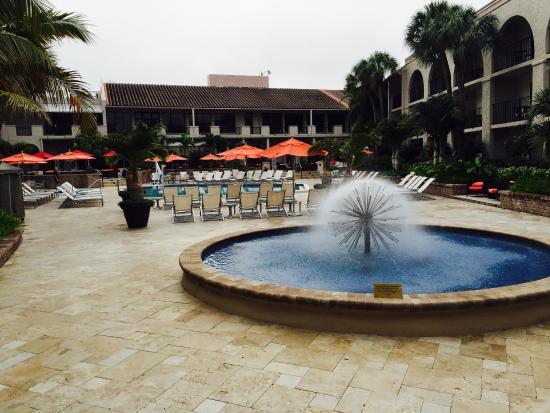 Wyndham Boca Raton : Lovely courtyard area!