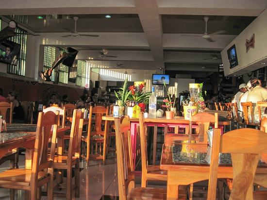 Restaurante and Sports Bar El Sol: Great open air seating